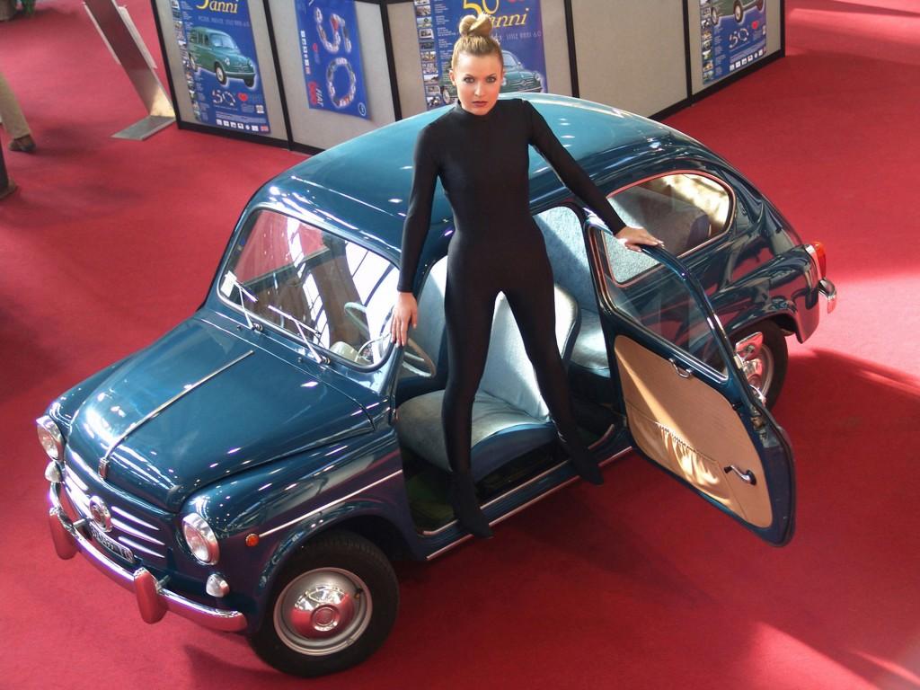 1 Roberta Potrich interpreta Eva Kant per il 50° Anniversario Fiat 600